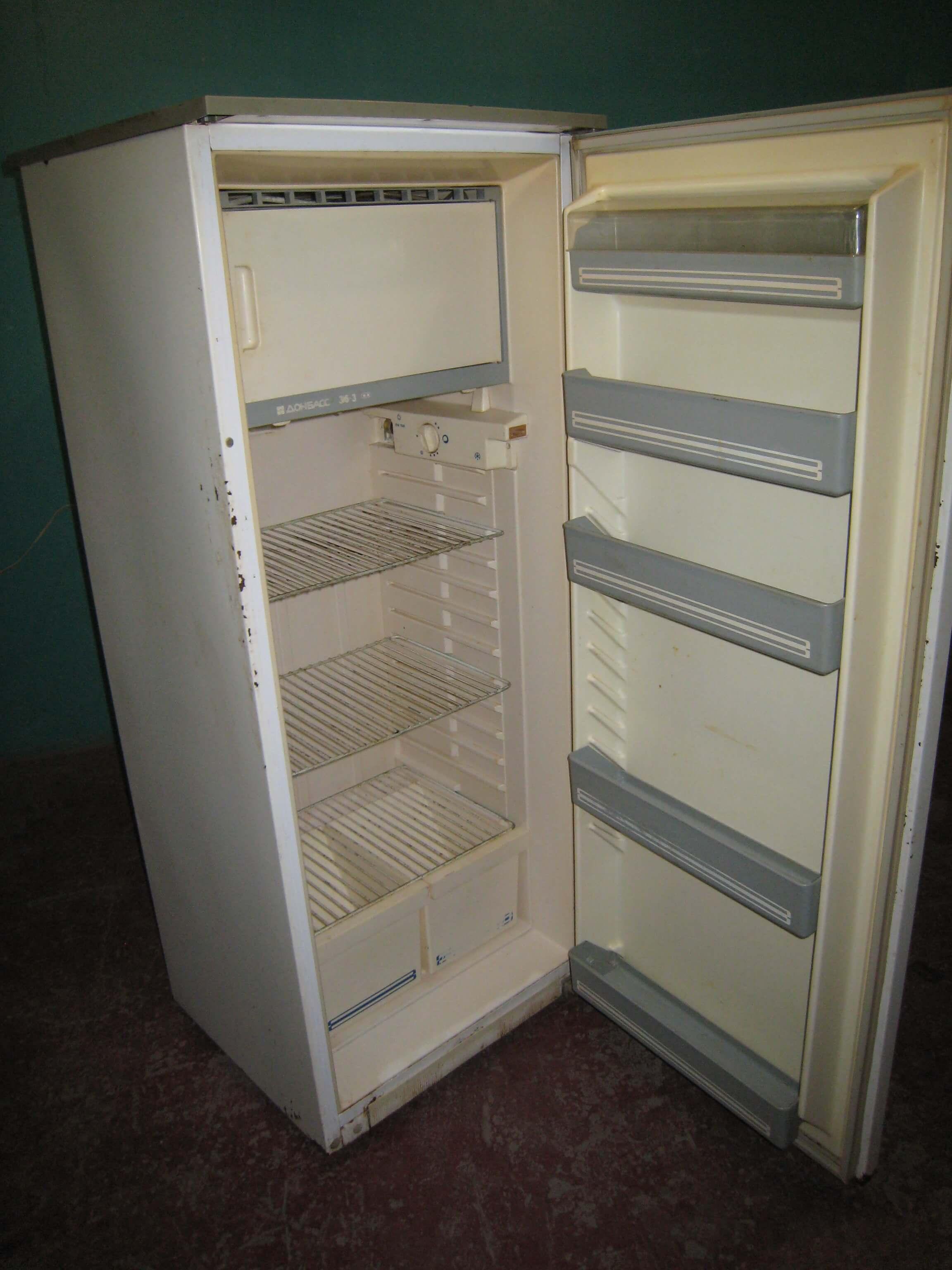 Как перевесить двери холодильника