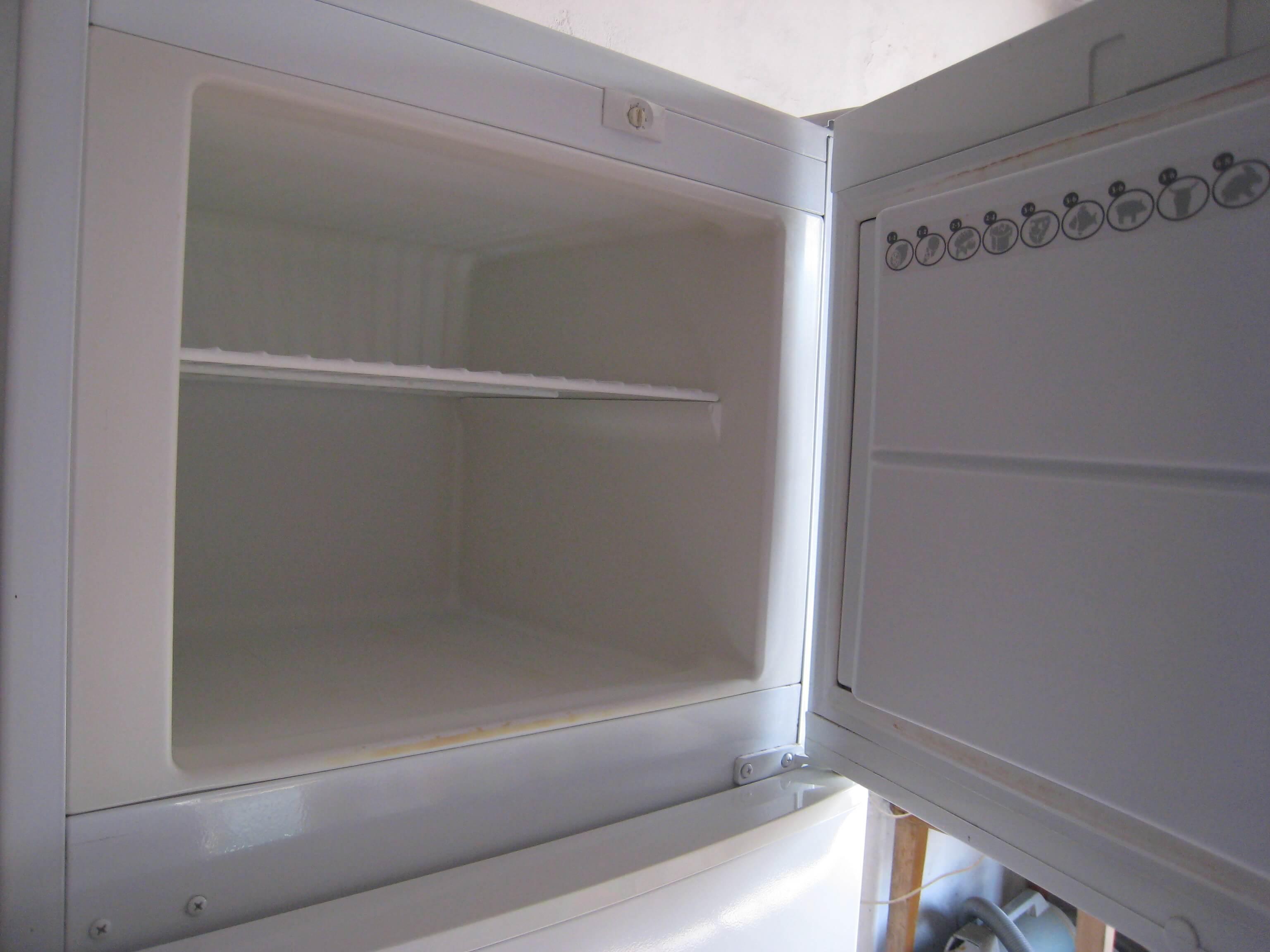 Холодильник не закрывается